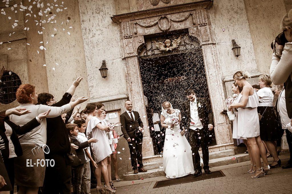 Esküvői képek - rizs szórás